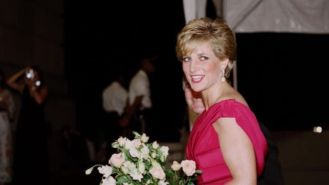 Diana arriving on 4 October, 1990 for a charity gala at the Departmental Auditorium in Washington